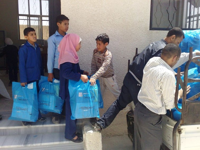 Help distributes food, water, hygiene articles and blankets to refugees in Syria.