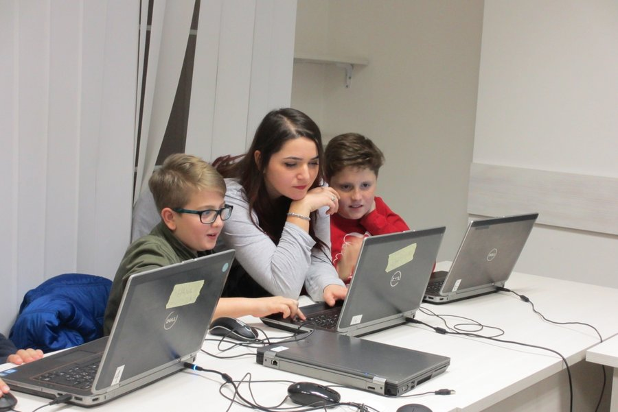 Computer usage training for kids in Kosovo
