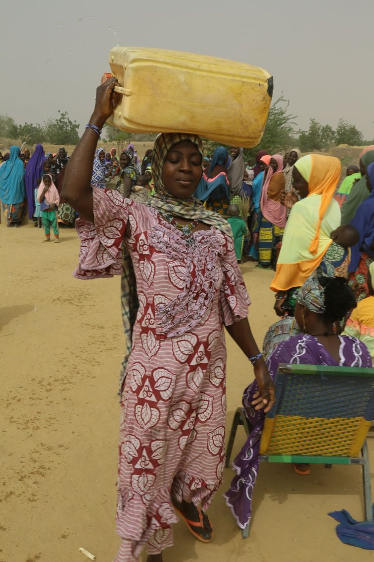 Wasser-Transport in Mali