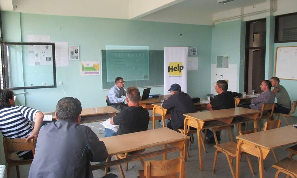 Support people in Kosovo in the long term with educational trainings
